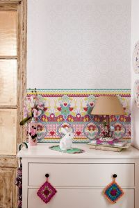 Catalina Estrada Wallpaper Daisy Fuchsia