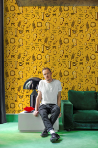 Le Rêve Yellow wallpaper by Jordi Labanda