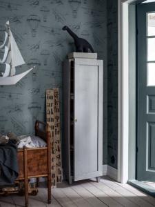 Bon Voyage Blue wallpaper