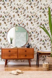 Magic Butterflies Linen wallpaper