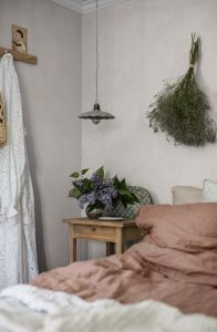 Molly´s Meadow White wallpaper