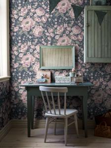 Rosie Blue wallpaper