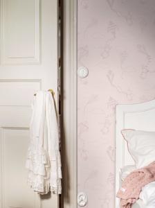 Up&Away Pink wallpaper