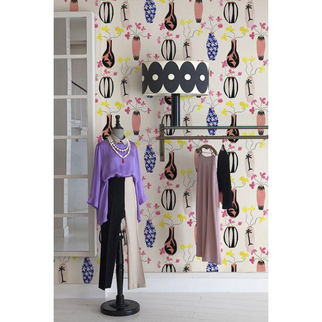 Vase Paradise Beige wallpaper by Lydia Delgado
