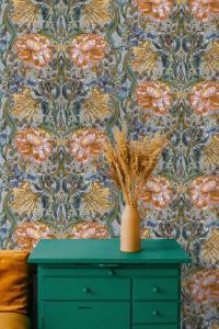 Belle-epoque White wallpaper