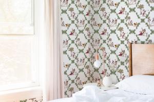 Neo-bucolic White wallpaper