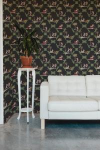 Neo-bucolic Black wallpaper